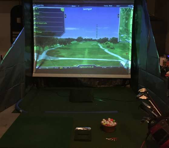 Golf simulator screen with side panels
