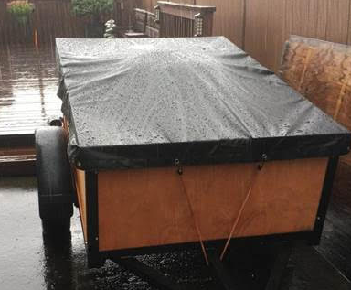 Trailer with raised middle shedding rain